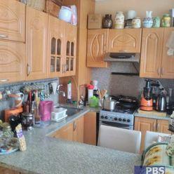 --PBS-- Čiastočne prerobený 3.-izb. byt s 2 x lodžiou na ulici Generála Goliana