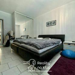 Na predaj 3-izbový byt s loggiou a garážou po kompletnej rekonštrukcii vo výbornej lokalite v NZ