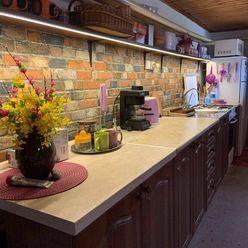 Ponúkame na predaj 4 izbový rodinný dom s garážou v obľúbenej časti Komárna - Letecké pole!