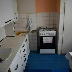 Ko-real, ponúkame na predaj 2 izbový tehlový byt na Starej Turej