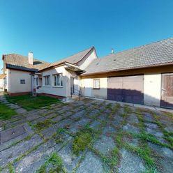 Starší rodinný dom Svinná, krásna záhrada o výmere 1330 m2.