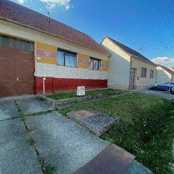 - PREDAJ - Rodinný dom , 4 izbový, pozemok 1021 m2 -  len 18 km od Trnavy.
