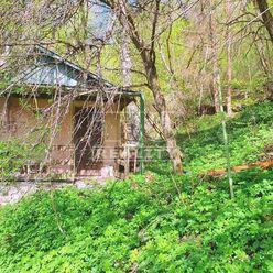 Na predaj záhradka s murovanou chatkou na čarovnom mieste, obec Hnúšťa, 673 m2