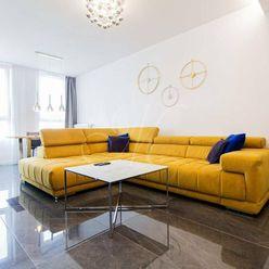 Krásny moderne zariadený 2 izbový byt s balkónom a parkovaním