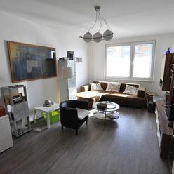 Na predaj prerobený, veľkometrážny 2-izbový byt s balkónom na VII sídlisku.