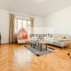 Ponúkame na prenájom priestranný 3-izbový byt s balkónom, po kompletnej rekonštrukcii, na obľúbe