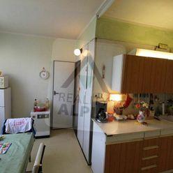 Na predaj 4 izbový byt pri centre v Komárne