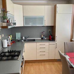 Ponúkame na predaj slnečný, kompletne zariadený, 4.izb byt vo výbornej lokalite