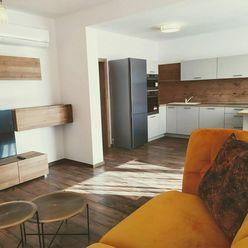 Nový 3 izbový byt s moderným zariadením, klimatizovaný s parkovacím miestom