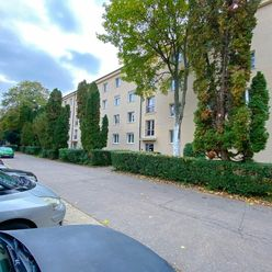 2,5 izbový byt v pôvodnom stave na Ostredkovej ulici