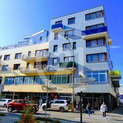 Štýlový 2-izbový  byt  s 57 m2 terasou v centre mesta na Dunajskej ul.