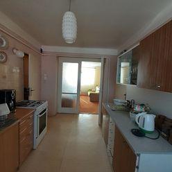 Na predaj 3 izbový byt v centre Malaciek