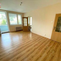 Ponúkame na prenájom nezariadený 3-izbový byt s loggiou na Karloveskej ulici, lokalita Ba IV-Karlova