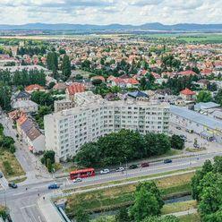 1 izb. byt blízko centra s výhľadom na Malé Karpaty