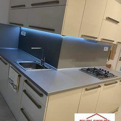 PREDAJ - Kompletne prerobený 3 izbový byt pri centre v Komárne