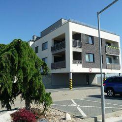 Slnečný 2izbový byt v medernom bytovom dome s pivnicou a parkovacím miestom v cene bytu.