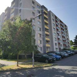 Directreal ponúka Pekný veľký 3-izbový byt 81m2 s lodžiou !!  Na hlinách!