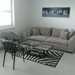 NA PRENÁJOM: Slnečný kompletne zariadený 3 izbový byt  v Novostavbe BOTANIKA s krásnym výhľadom.