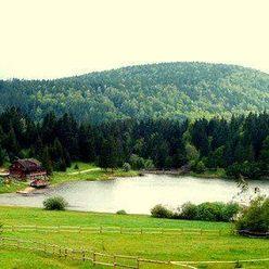 ***Jedinečný a jediný pozemok na predaj s vodnou nádržou v nádhernom prostredí Krpačovo***