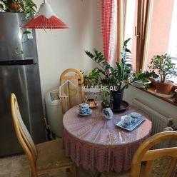 ČIASTOČNE  ZREKONŠTRUOVANÝ 4. izb. byt s loggiou 6m2 + GARÁŽ, Uralská ul. - sídl. Nad Jazerom