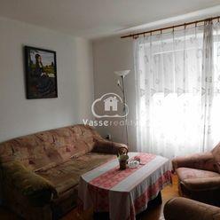 Rezervované !Ponúkame Vám na predaj 3-izb. byt  vo štvorbytovke v Tvrdošovciach.