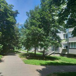Veľký 2-izbový byt na predaj