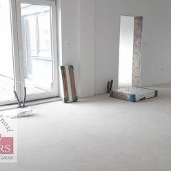 Ponúkame na predaj veľký - priestranný 4izbový byt s terasou na Legionárskej ulici v Trenčíne.