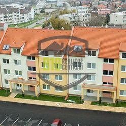 Štýlový byt v novej bytovke na Jeleneckej ulici vlastným parkovaním.