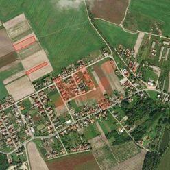 Predám slnečný pozemok v lokalite Trávnik (ID: 103513)