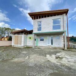 Exkluzívna nehnuteľnosť - Na predaj novostavba 5i rodinného domu v krásnom prostredí obce Bačkovík