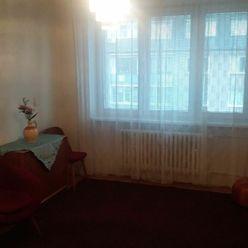Ponúkame Vám na predaj  2-izbový byt v Ružinove (Jelačičová ulica)