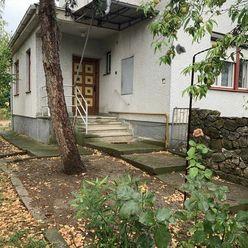 Ponúkame Vám na predaj dva rodinné domy vedla seba v obci Iža!
