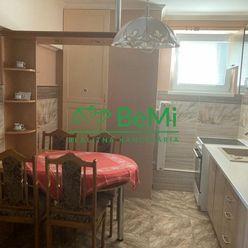 Predaj, trojizbový byt s balkónom, garážou a záhradkou v okrese Michalovce!!