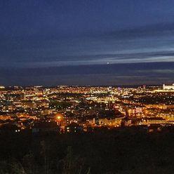 Lukratívny pozemok na lukratívnej štvrti Koliby s panoramatickým výhľadom na Bratislavu