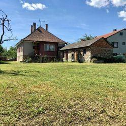 Rodinný dom v pôvodnom stave v obci Dobrohošť na veľkom pozemku