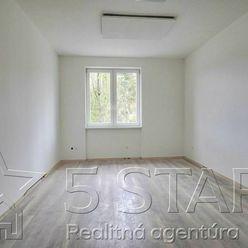 1 izbový byt, ulica Gen. M. R. Štefánika, Trenčín o výmere  33m2