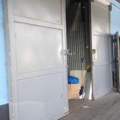 Skladové alebo výrobné priestory 413 m2