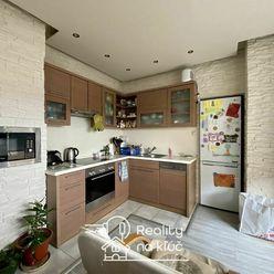 Na prenájom zariadený 3-izbový byt s loggiou vo vyhľadávanej lokalite JUH v Nových Zámkoch