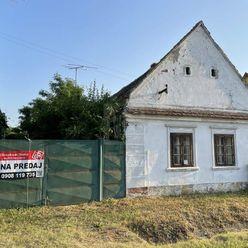 Directreal ponúka Rodinný dom v pôvodnom stave na peknom pozemku 1738 m², vhodný aj ako chalupa v me