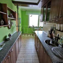 ŠTVORIZBOVÝ BYT BYTČA S DVOMI BALKÓNMI,84 m2