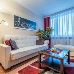 SLOVENSKEJ JEDNOTY-veľmi pekný 1,5 izbový zrekošntruovaný byt pri centre mesta, 5/7 p.