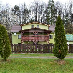 Directreal ponúka Rodinný dom obklopený lúkami a lesmi, ktorý je možné využívať ako chalupu
