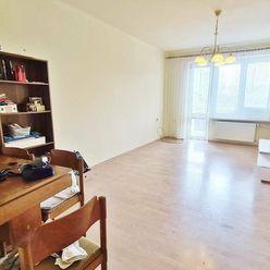 PRIESTRANNÝ STAROMESTSKÝ TEHLOVÝ 4-izb. byt s 2 BALKÓNMI a GARÁŽOU