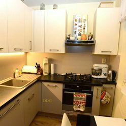 Ponúkame na predaj štvorizbový byt na Radvanskej ulici v Radvani v Banskej Bystrici