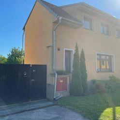 TRNAVA REALITY - priestranný 6 izbový rodinný dom s veľkorysým pozemkom - Radošovce