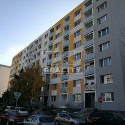 NA PRENÁJOM 3-IZBOVÝ BYT S BALKÓNOM, 62m2 NITRA-KLOKOČINA, ul.Petzwalova