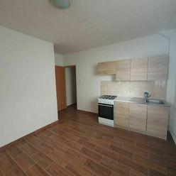 Ponúkame do dlhodobého prenájmu menší 1-izbový byt bez balkónu.