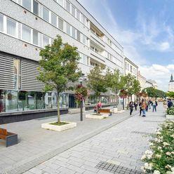 Ponúkame na prenájom priestranné obchodné priestory- centrum mesta Trnava