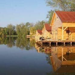 Rekreačná rybárska chatka pri jazere