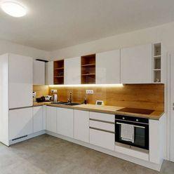 Directreal ponúka Ponúkame na predaj veľký, 4 izbový (aktuálne 3 izbový) byt v rodinnom dome, so záh